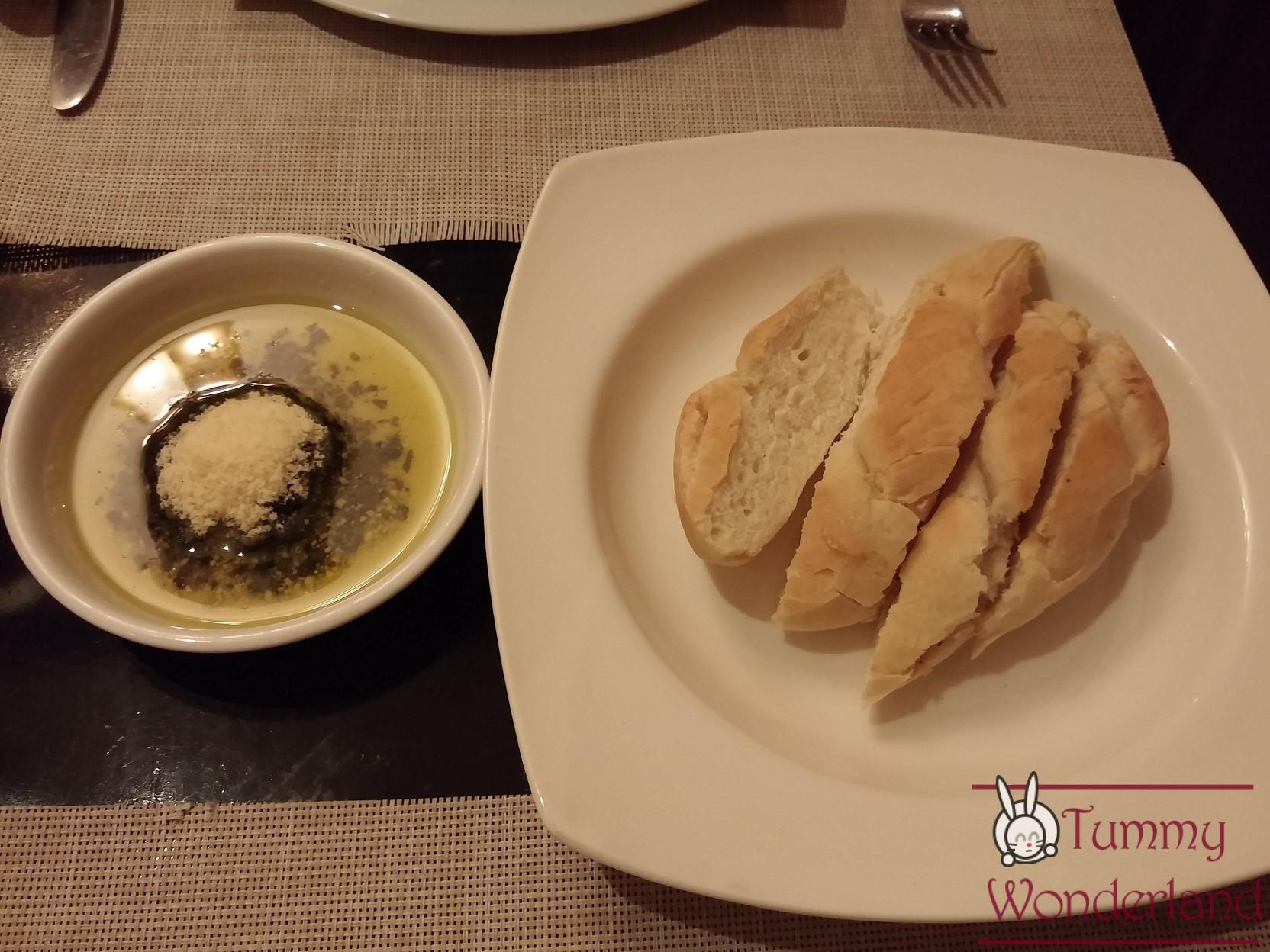 C Italian Dining_bread