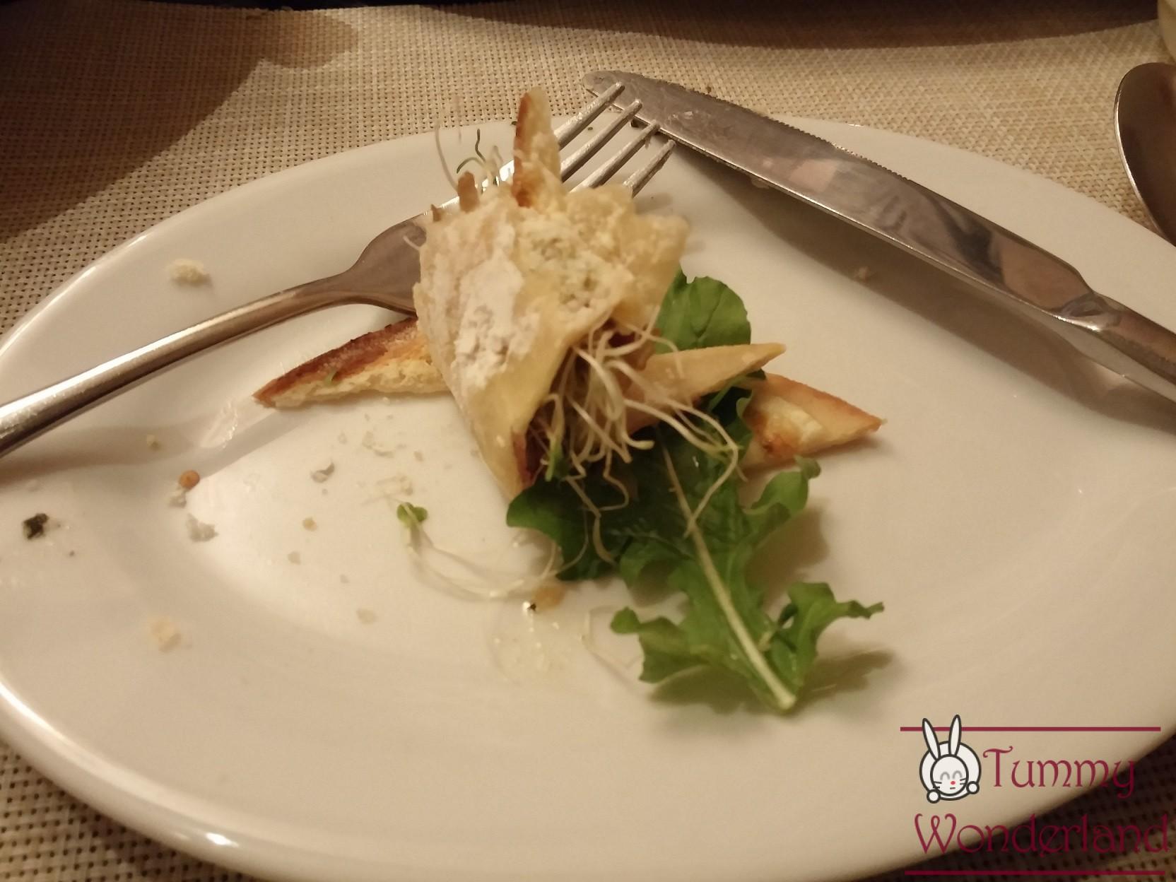 C Italian Dining_panizza sliced