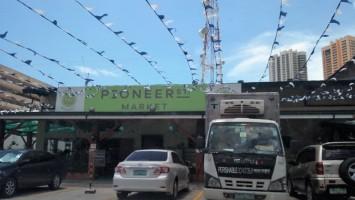 pioneer_outside-800x600