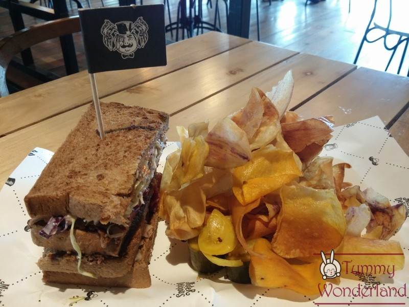 hole-in-the-wall_pastrami-4
